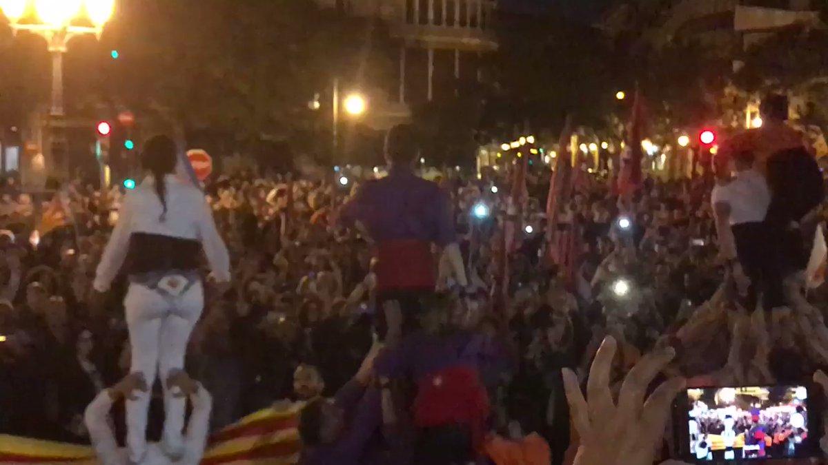 Sergi Pinkman - Quin orgull. Aquesta és la València que estimo, aquest poble. Quin coratge. Quina força. Quina […] by Main joanp2tube channel
